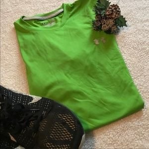 🌺 Under armour green loose fit heat gear tee XL.
